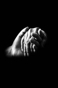 kezek-segito-fekete-feher
